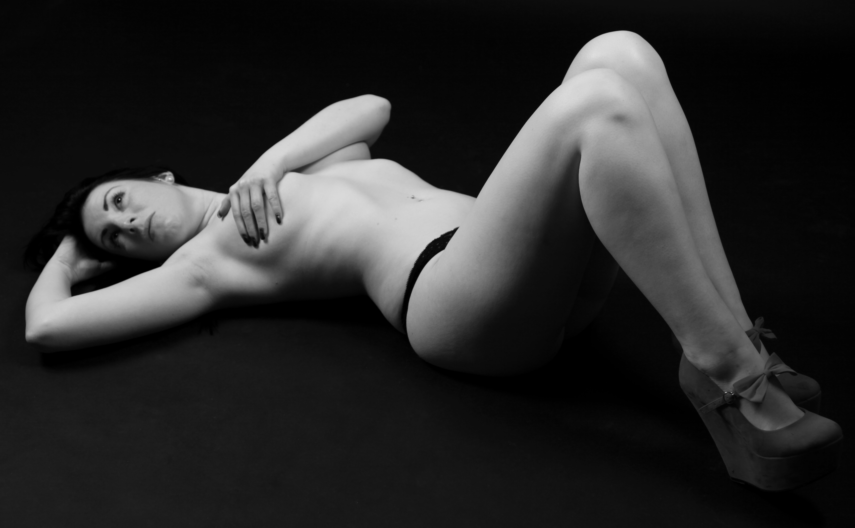 naked-women-in-bw